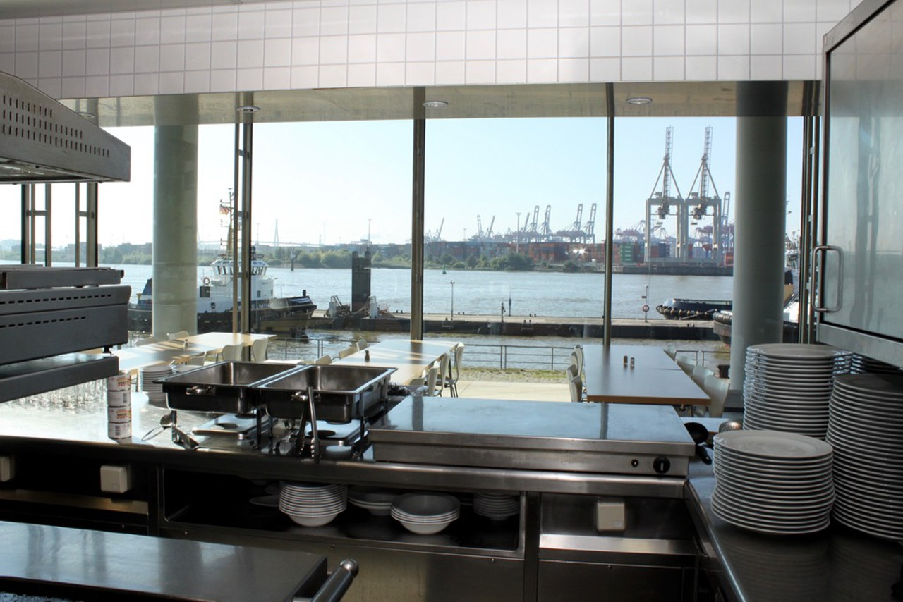 Hamburg   Kantinenküche mit Elbblick image 1