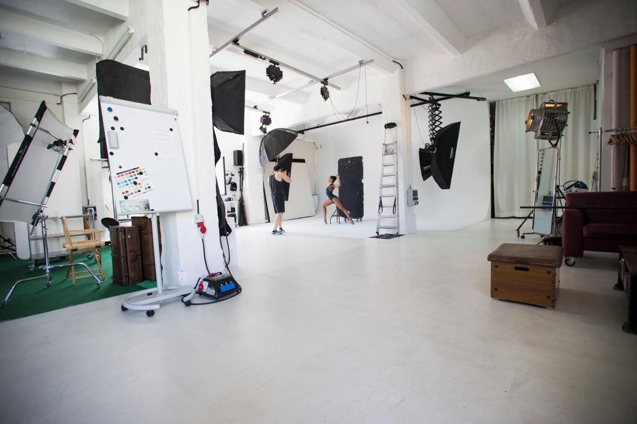 Berlin Photography Studio Fotostudio Großraum-Studio mit Konferenzraum image 1