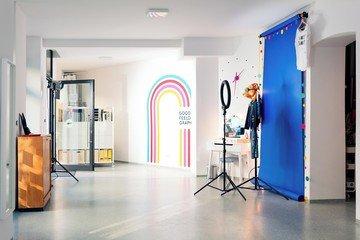 Berlin  Fotostudio Goodfeelography Studio image 1