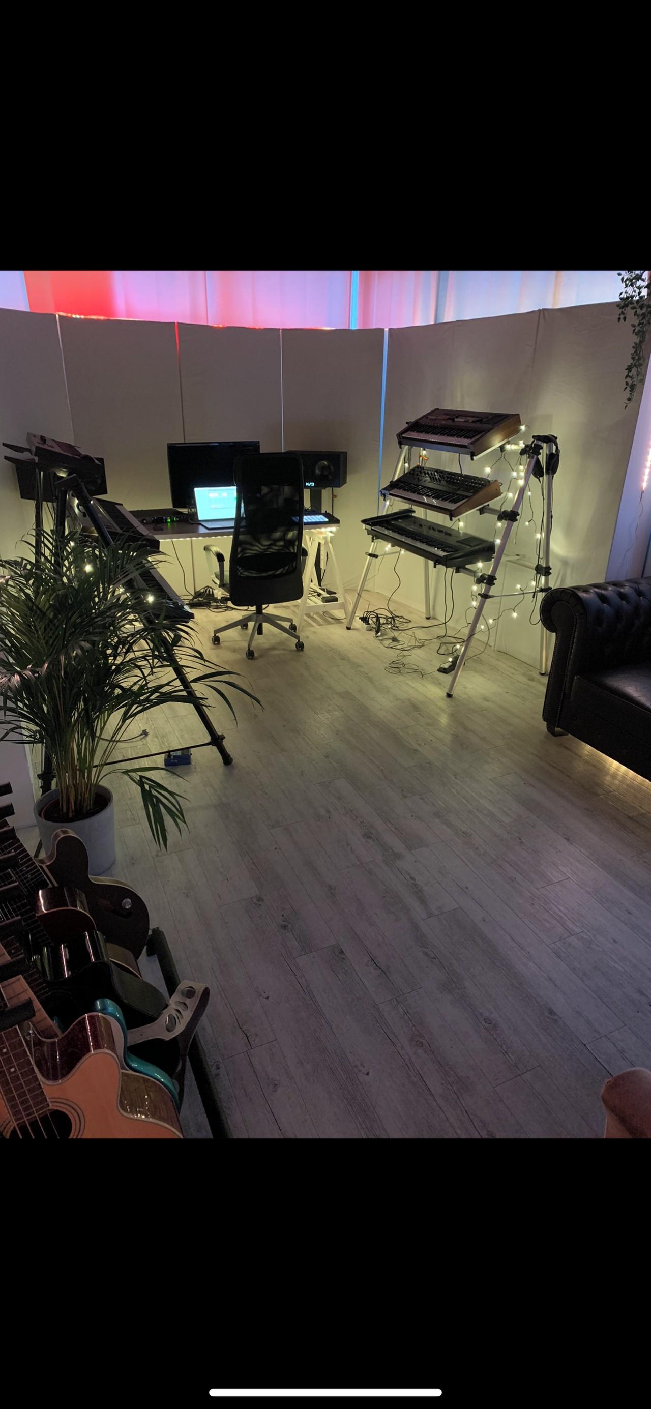 Bremen  Tonstudio TOP TONSTUDIO MIT VINTAGE SYNTHS image 0